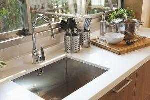 Pias para cozinha e banheiro: saiba como acertar na escolha